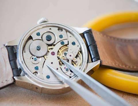 名牌手表维修怎么调时间?